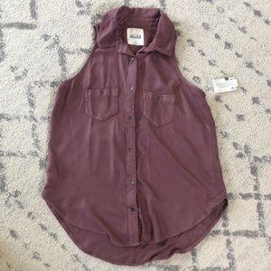 Mudd sleeveless, button-down top